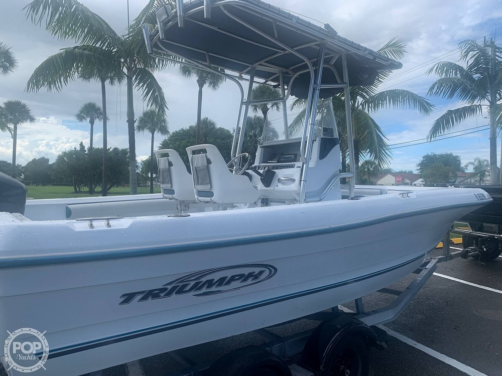 2005 Triumph boat for sale, model of the boat is 215 Cc & Image # 6 of 40