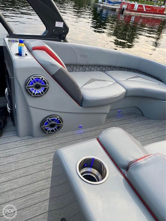2019 Manitou boat for sale, model of the boat is 25 X-Plode SHP & Image # 9 of 17