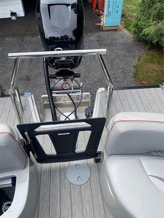 2019 Manitou boat for sale, model of the boat is 25 X-Plode SHP & Image # 12 of 17