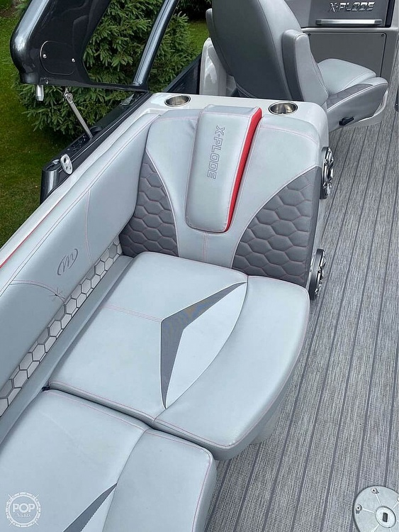 2019 Manitou boat for sale, model of the boat is 25 X-Plode SHP & Image # 13 of 17