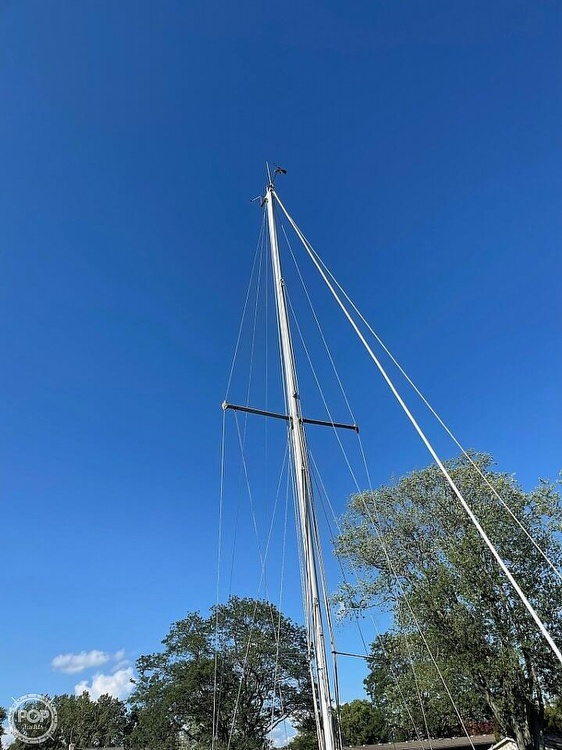 1976 Ericson Yachts boat for sale, model of the boat is 27 & Image # 3 of 35