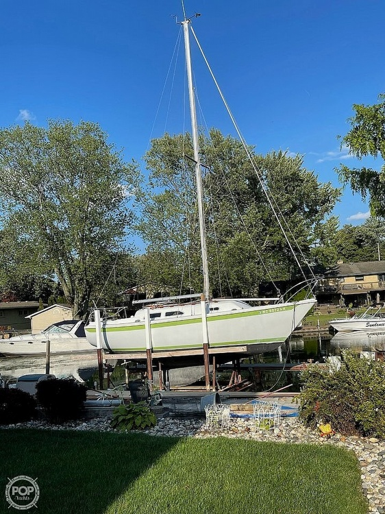 1976 Ericson Yachts boat for sale, model of the boat is 27 & Image # 32 of 35
