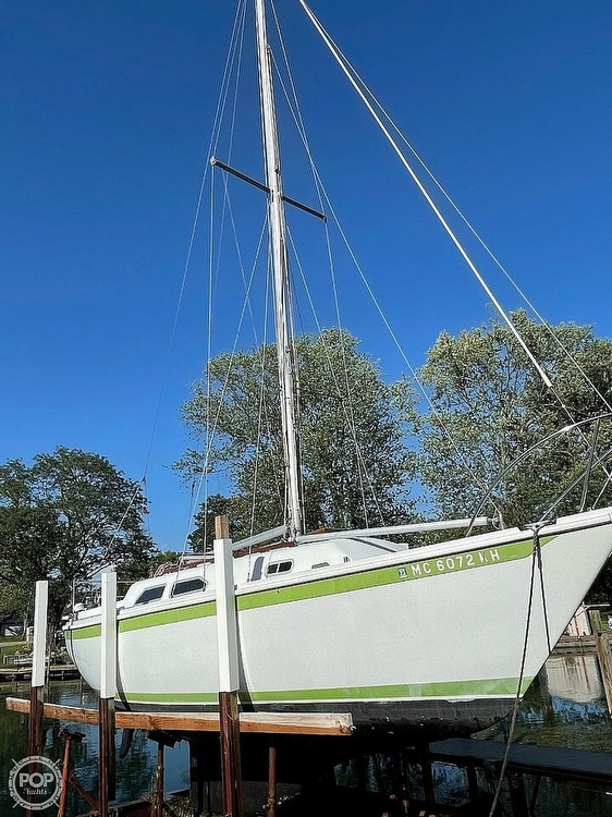 1976 Ericson Yachts boat for sale, model of the boat is 27 & Image # 33 of 35