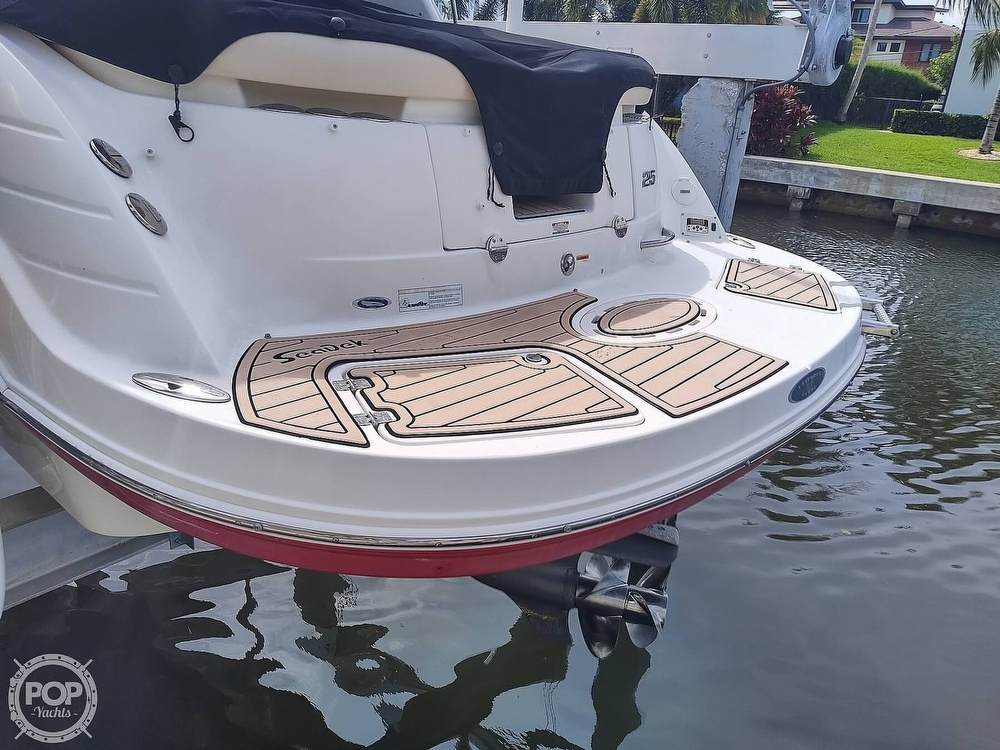 2007 Chaparral boat for sale, model of the boat is 256 SSI & Image # 20 of 40
