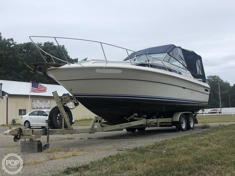 1984 Sea Ray boat for sale, model of the boat is 270 Sundancer & Image # 16 of 40