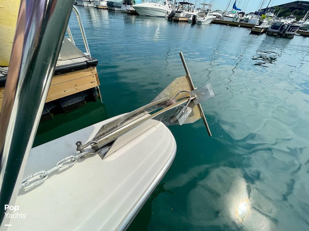 1995 Rinker boat for sale, model of the boat is 265 Fiesta Vee & Image # 18 of 40