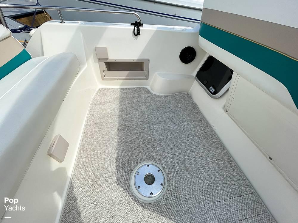 1995 Rinker boat for sale, model of the boat is 265 Fiesta Vee & Image # 30 of 40