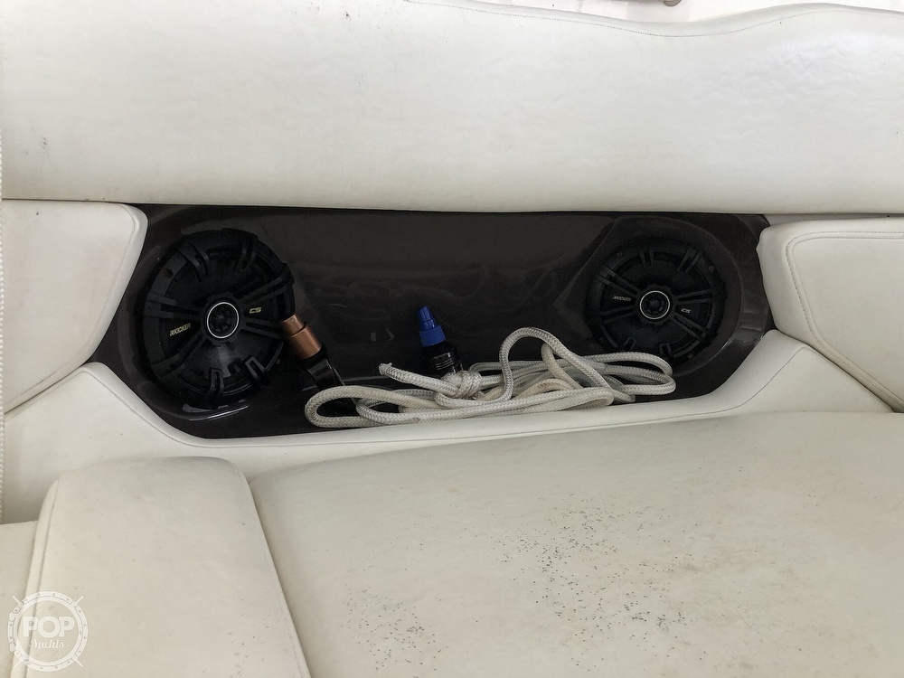 2007 Regal boat for sale, model of the boat is 2565 Express Cruiser & Image # 17 of 40