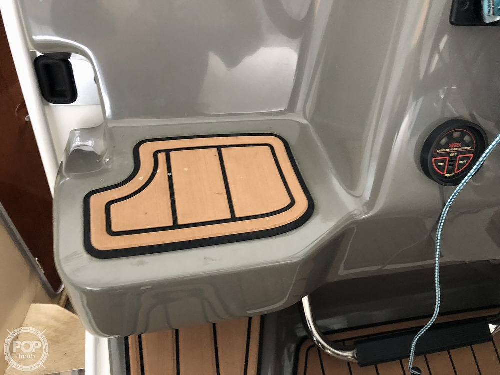 2007 Regal boat for sale, model of the boat is 2565 Express Cruiser & Image # 26 of 40