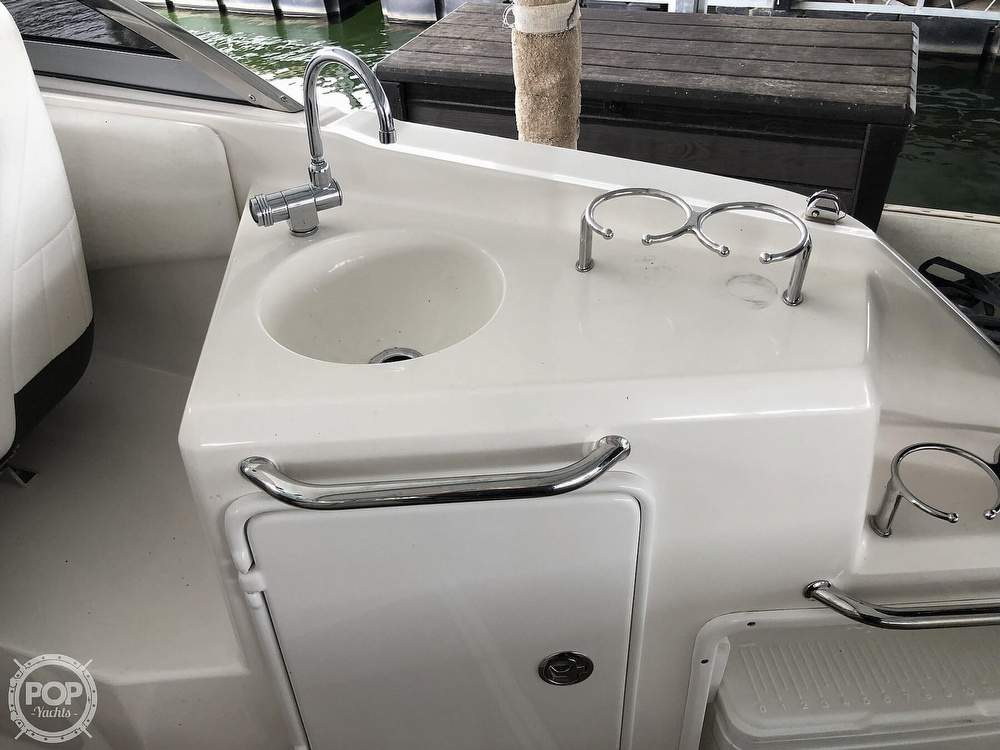 2007 Regal boat for sale, model of the boat is 2565 Express Cruiser & Image # 8 of 40