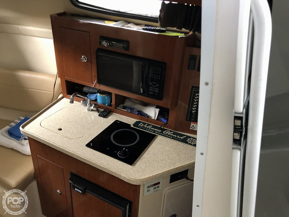 2007 Regal boat for sale, model of the boat is 2565 Express Cruiser & Image # 4 of 40
