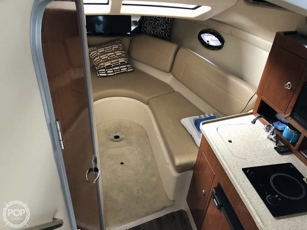 2007 Regal boat for sale, model of the boat is 2565 Express Cruiser & Image # 3 of 40