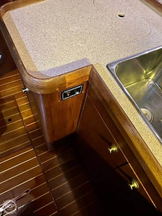 1997 Hunter boat for sale, model of the boat is 376 & Image # 9 of 40