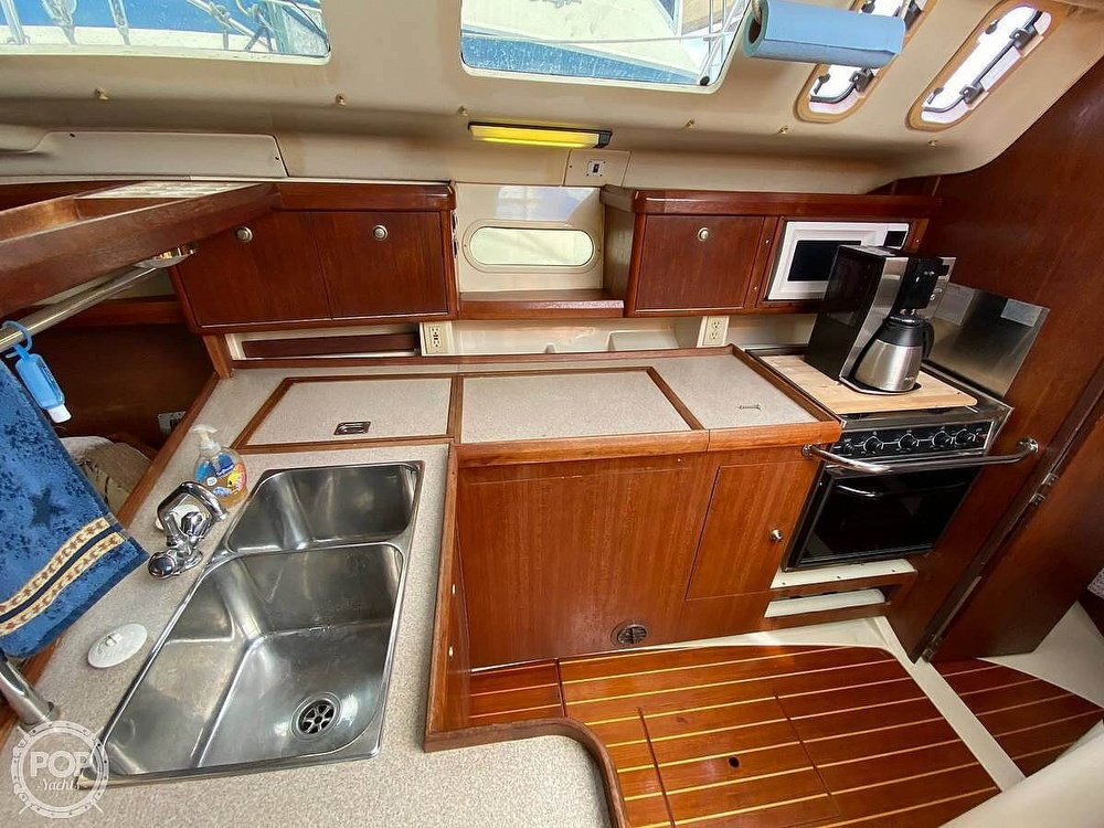 1997 Hunter boat for sale, model of the boat is 376 & Image # 11 of 40