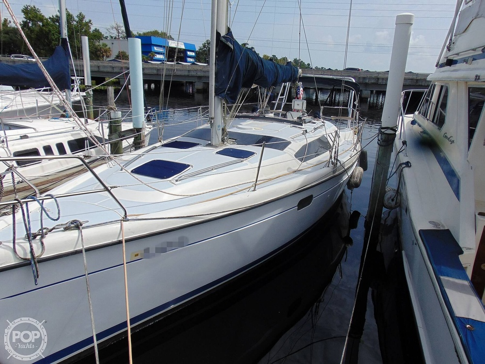 1997 Hunter boat for sale, model of the boat is 376 & Image # 18 of 40