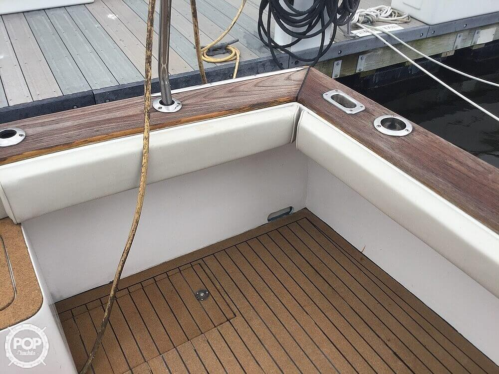 2000 Morgan boat for sale, model of the boat is 31 & Image # 21 of 40