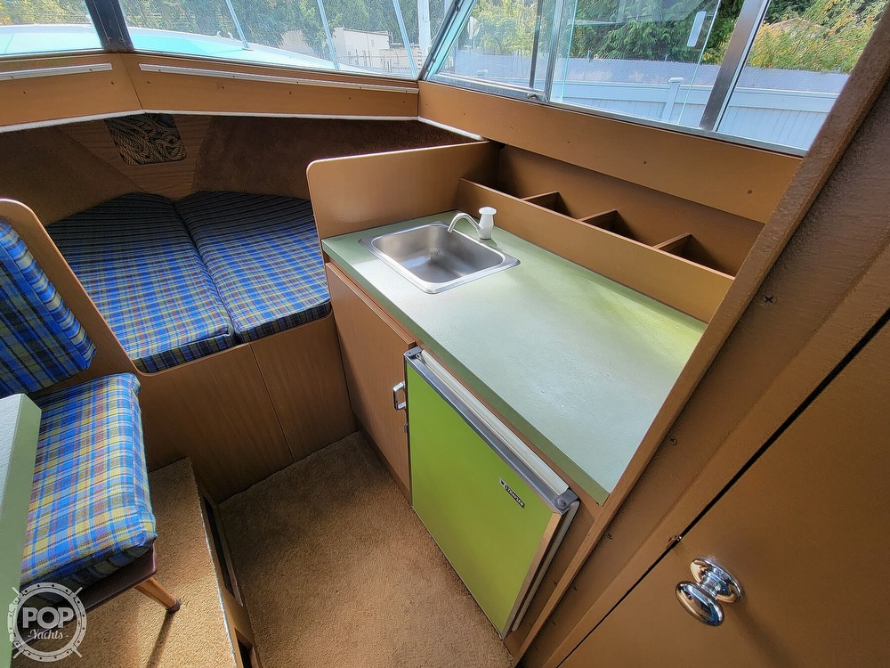 1971 Tollycraft boat for sale, model of the boat is Royal Express & Image # 7 of 40