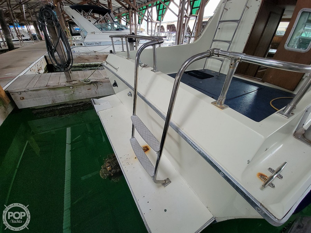 1979 Tollycraft boat for sale, model of the boat is 26' Sedan & Image # 16 of 40