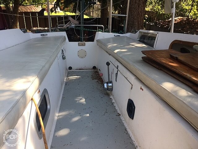 1988 Catalina Yachts boat for sale, model of the boat is 25 & Image # 10 of 40