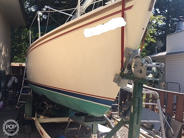 1988 Catalina Yachts boat for sale, model of the boat is 25 & Image # 2 of 40