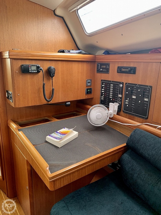 2003 Hunter boat for sale, model of the boat is 356 & Image # 10 of 40