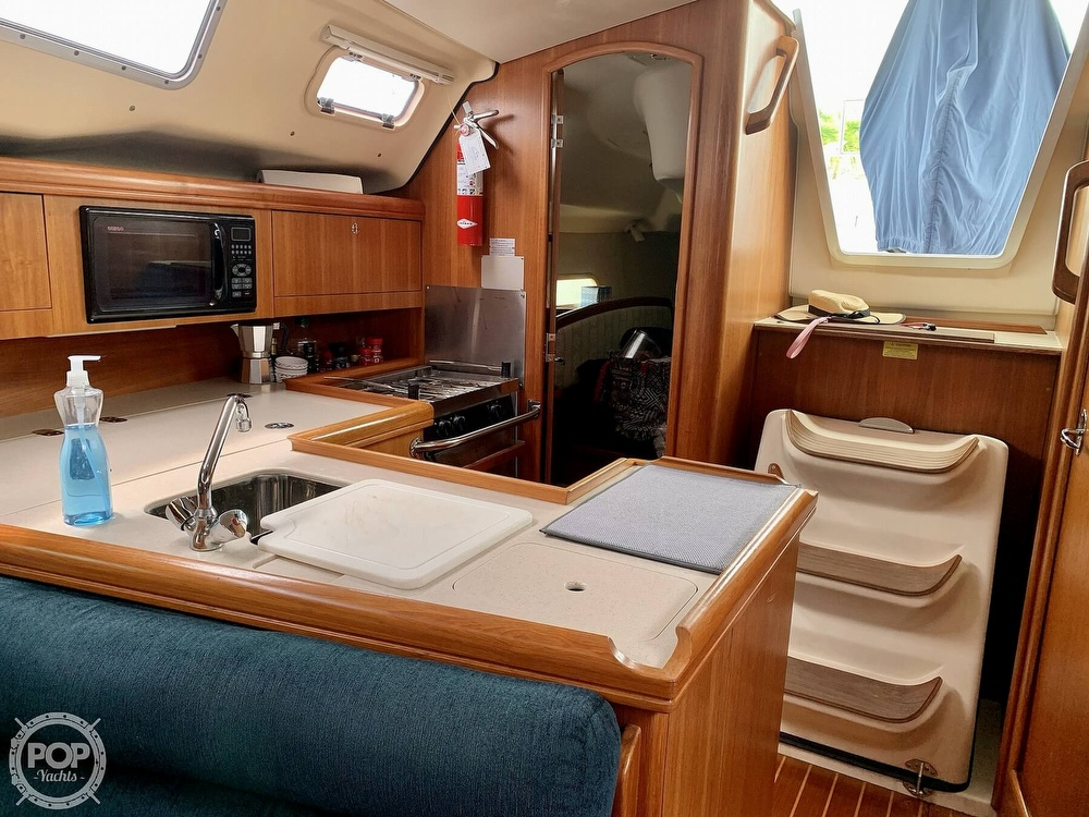2003 Hunter boat for sale, model of the boat is 356 & Image # 17 of 40