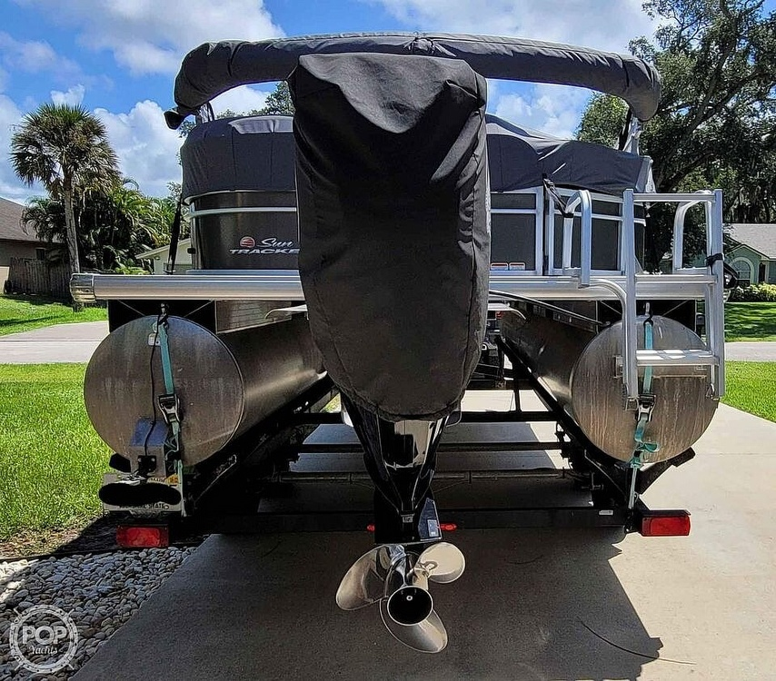 2018 Sun Tracker boat for sale, model of the boat is 20 DlX Party Barge & Image # 10 of 40