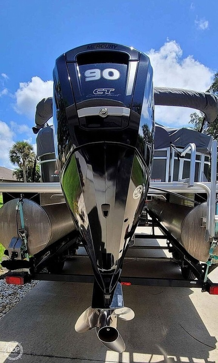 2018 Sun Tracker boat for sale, model of the boat is 20 DlX Party Barge & Image # 11 of 40