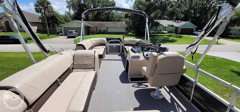 2018 Sun Tracker boat for sale, model of the boat is 20 DlX Party Barge & Image # 13 of 40
