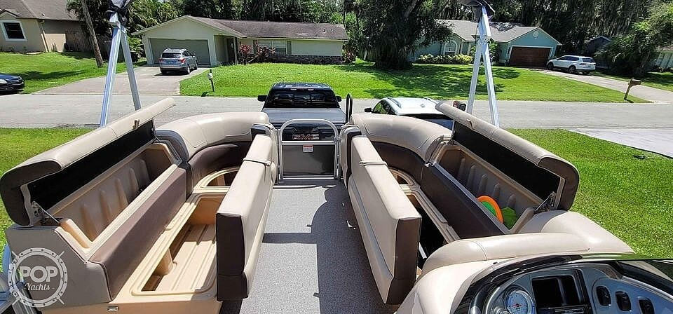 2018 Sun Tracker boat for sale, model of the boat is 20 DlX Party Barge & Image # 16 of 40