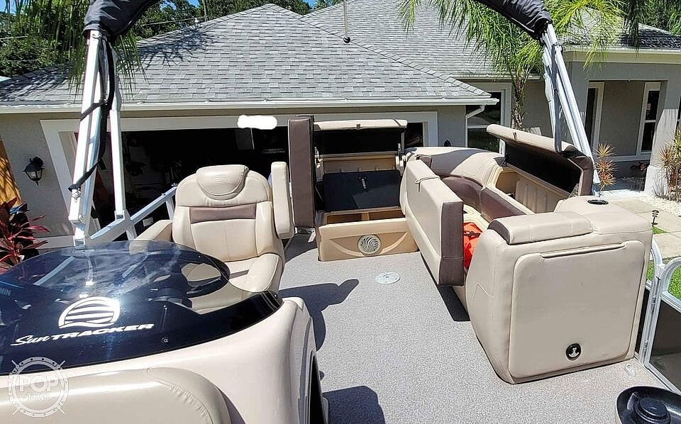 2018 Sun Tracker boat for sale, model of the boat is 20 DlX Party Barge & Image # 17 of 40
