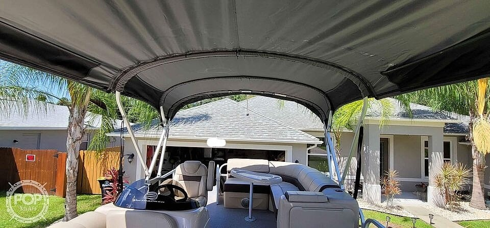 2018 Sun Tracker boat for sale, model of the boat is 20 DlX Party Barge & Image # 18 of 40