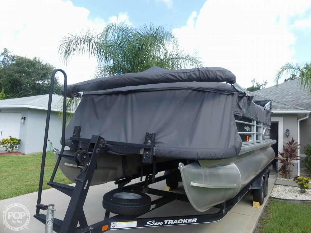 2018 Sun Tracker boat for sale, model of the boat is 20 DlX Party Barge & Image # 26 of 40