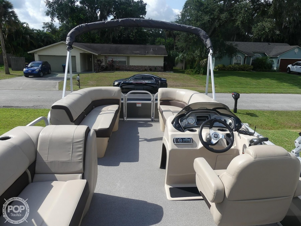 2018 Sun Tracker boat for sale, model of the boat is 20 DlX Party Barge & Image # 33 of 40