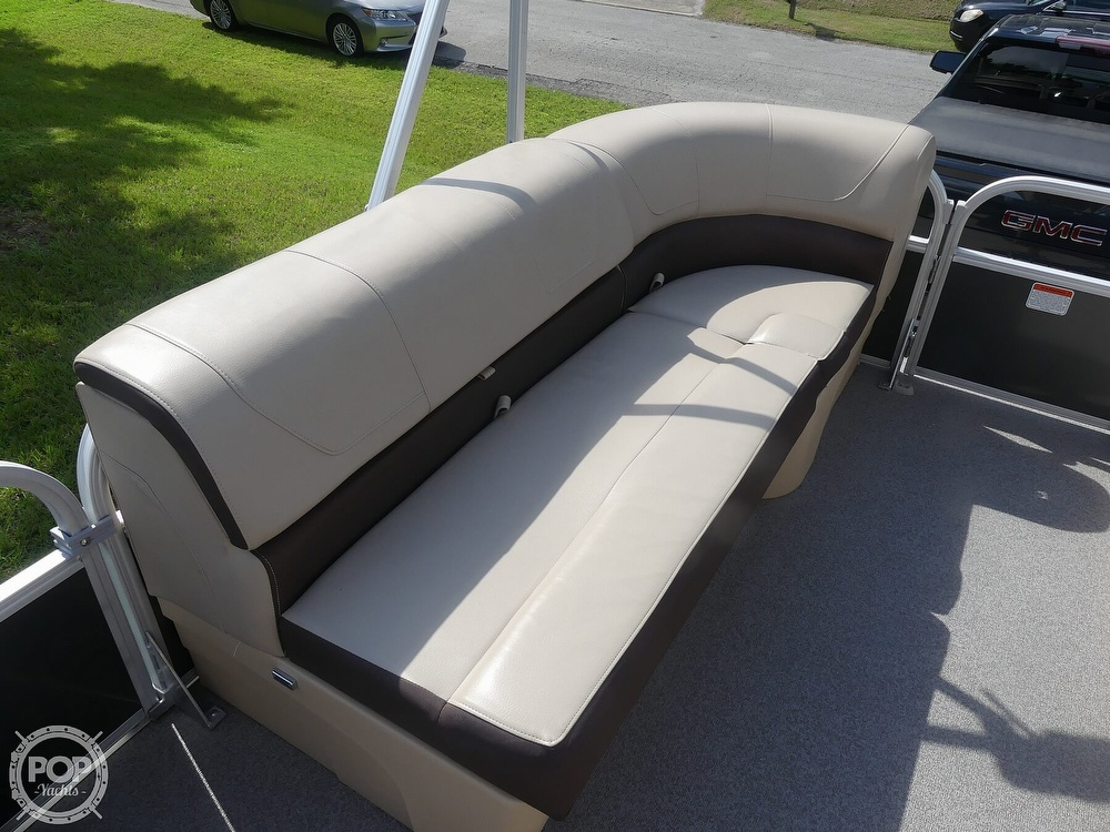 2018 Sun Tracker boat for sale, model of the boat is 20 DlX Party Barge & Image # 34 of 40