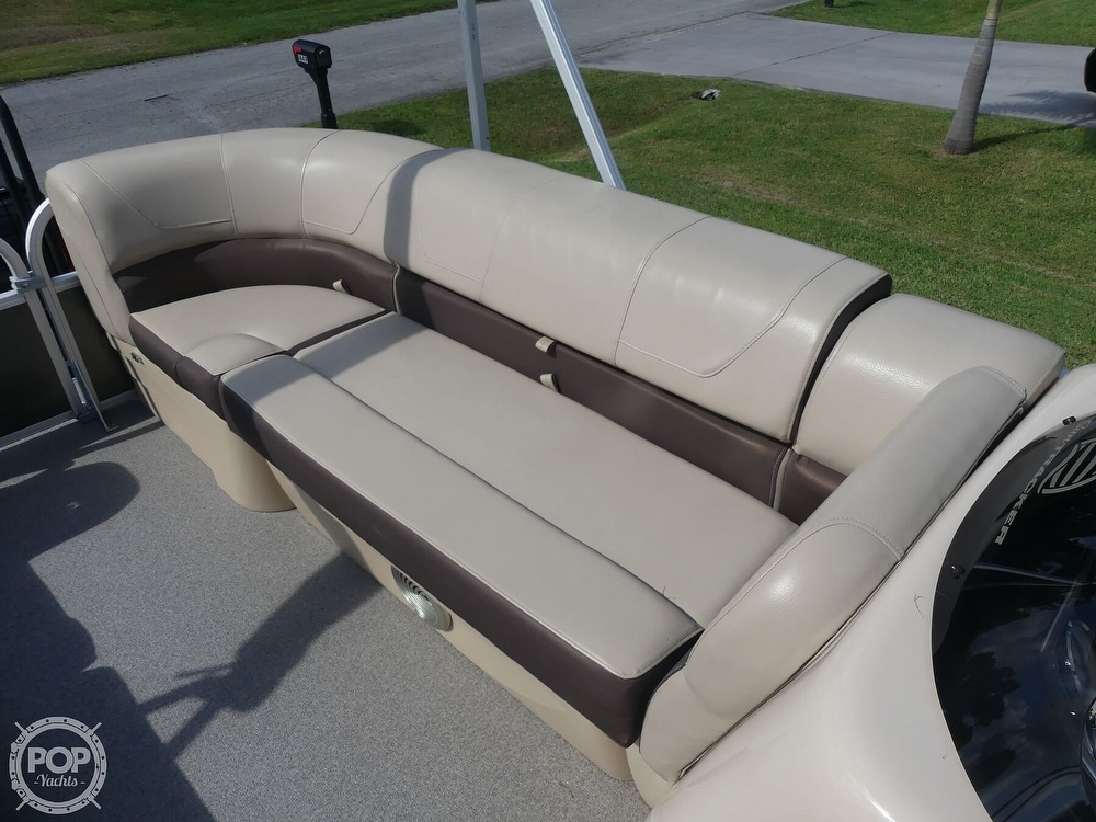 2018 Sun Tracker boat for sale, model of the boat is 20 DlX Party Barge & Image # 35 of 40