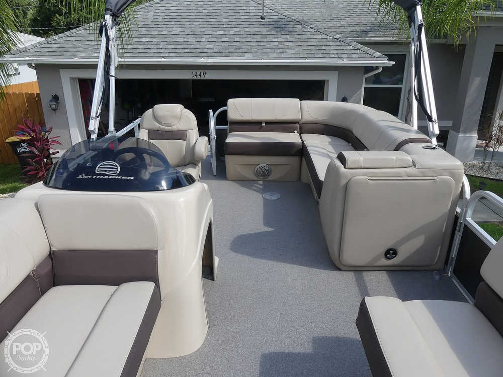 2018 Sun Tracker boat for sale, model of the boat is 20 DlX Party Barge & Image # 36 of 40