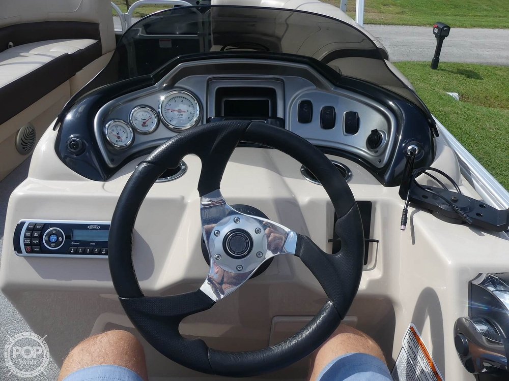 2018 Sun Tracker boat for sale, model of the boat is 20 DlX Party Barge & Image # 38 of 40