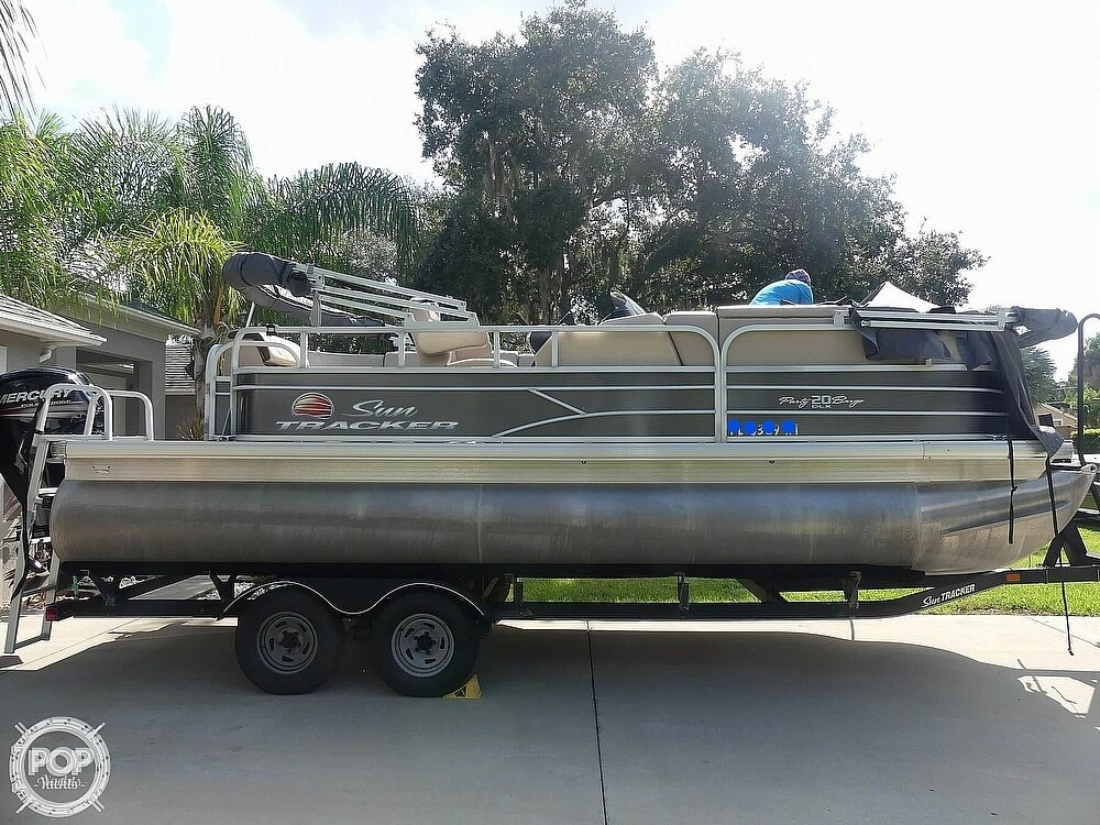 2018 Sun Tracker boat for sale, model of the boat is 20 DlX Party Barge & Image # 6 of 40