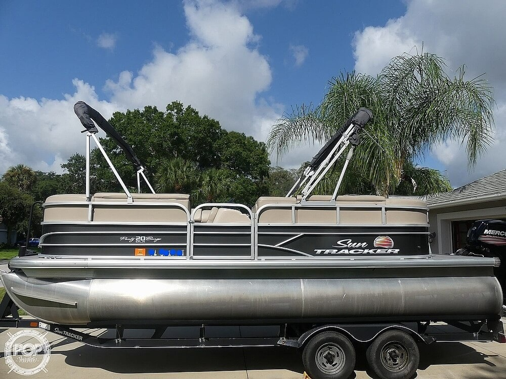 2018 Sun Tracker boat for sale, model of the boat is 20 DlX Party Barge & Image # 7 of 40