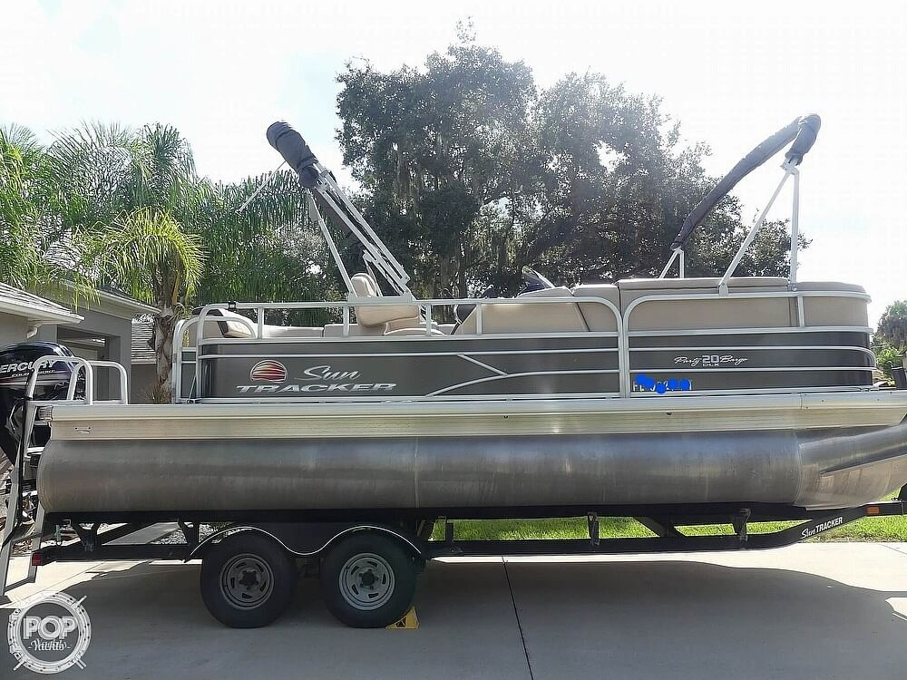 2018 Sun Tracker boat for sale, model of the boat is 20 DlX Party Barge & Image # 8 of 40