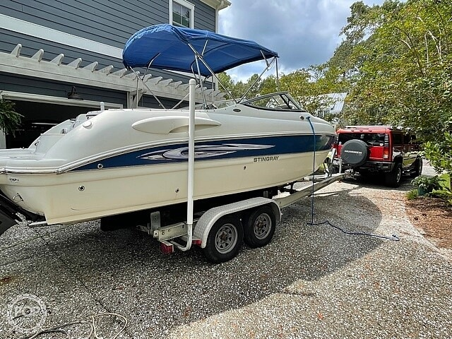 2008 Stingray boat for sale, model of the boat is 250 LR & Image # 2 of 40