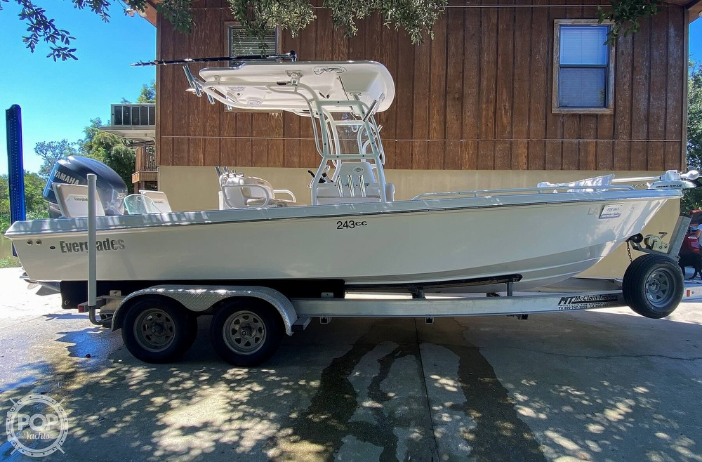 2007 Everglades boat for sale, model of the boat is 243cc & Image # 2 of 40