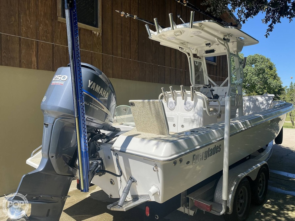 2007 Everglades boat for sale, model of the boat is 243cc & Image # 4 of 40