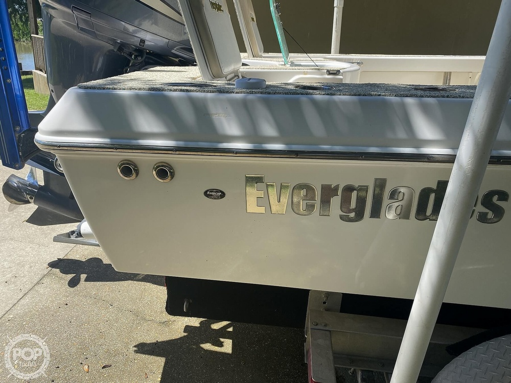 2007 Everglades boat for sale, model of the boat is 243cc & Image # 29 of 40