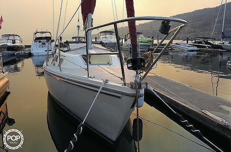 1988 Catalina Yachts boat for sale, model of the boat is 27 Wing & Image # 2 of 9