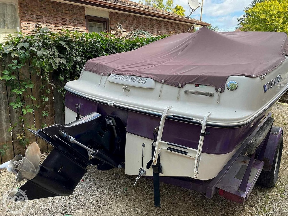 1997 Four Winns boat for sale, model of the boat is Horizon RS & Image # 3 of 8