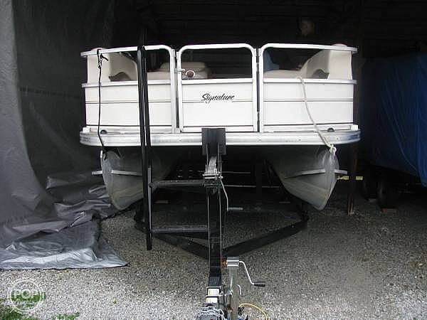 2005 Sun Tracker boat for sale, model of the boat is Party Barge 21 & Image # 4 of 10