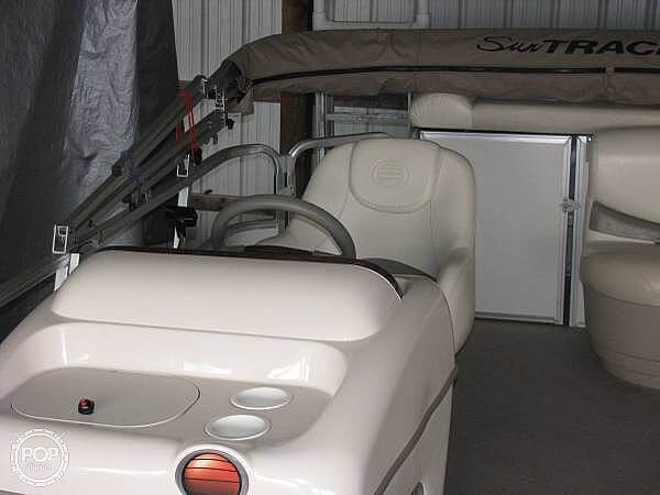 2005 Sun Tracker boat for sale, model of the boat is Party Barge 21 & Image # 9 of 10