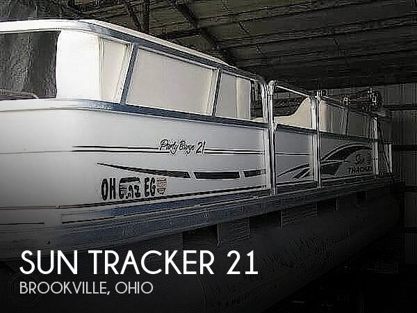 2005 Sun Tracker boat for sale, model of the boat is Party Barge 21 & Image # 1 of 10